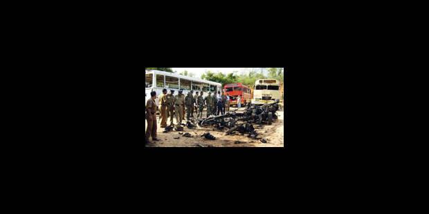 Au moins 102 soldats tués dans le pire attentat suicide du pays - La Libre