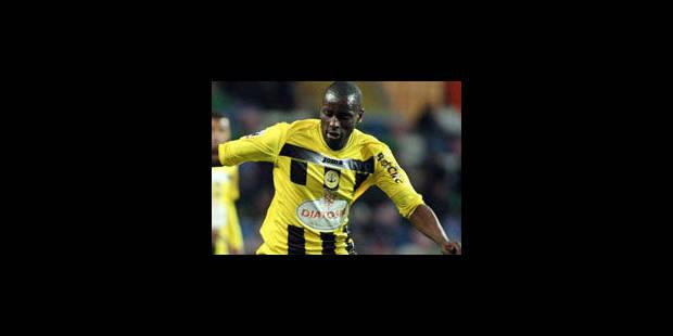 Kanu signe au Standard de Liège - La Libre