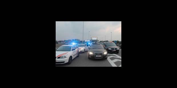 Les taxis lèvent leur barrage d'accès à l'aéroport de Zaventem - La Libre