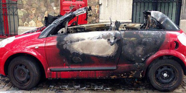 Deux voitures à nouveau incendiées à Forest: un suspect interpellé - La Libre