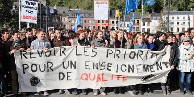 350 étudiants dans la rue - La Libre