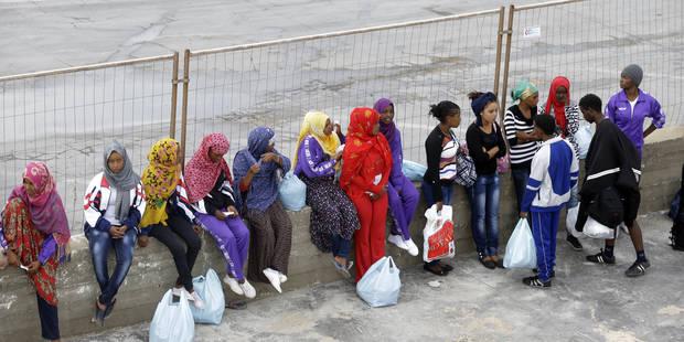 Quelque 900 migrants recueillis en Méditerranée en 24 heures - La Libre