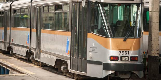 Bruxelles: accident entre un tram 4 et un camion - La Libre