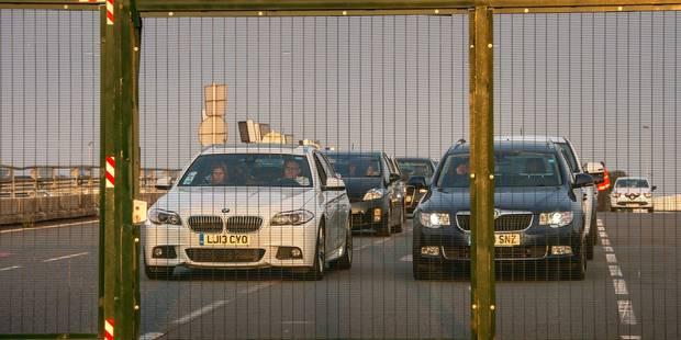 Crise des migrants à Calais: lourdes conséquences pour le secteur du transport en Flandre - La Libre