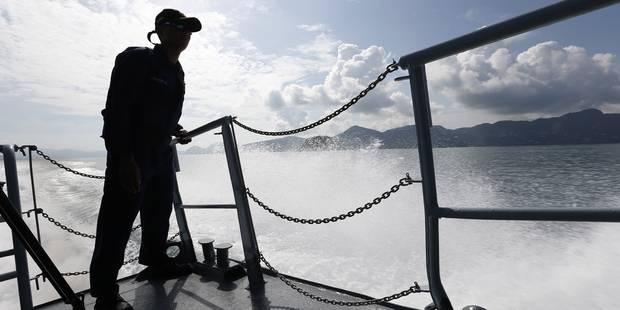 Opération délicate mais réussie pour secourir un bateau avec 600 migrants à bord - La Libre