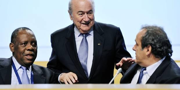 Blatter et Platini provisoirement suspendus de la Fifa : Issa Hayatou à l'intérim - La Libre
