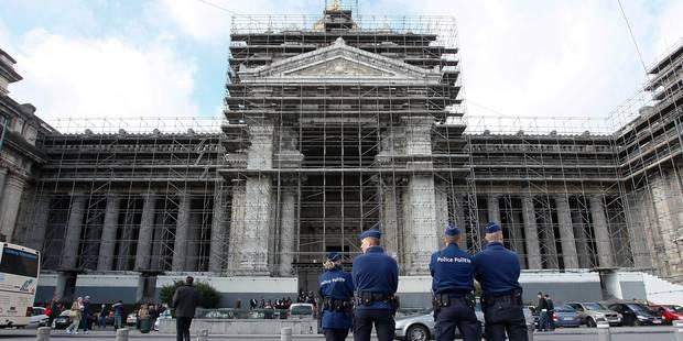 Attentats à Paris: Le Centre de crise appelle à une vigilance accrue en Belgique - La Libre