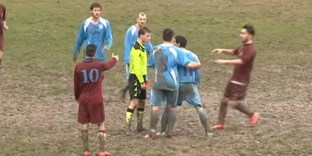 Un joueur agresse un arbitre... dont la réaction est extra (VIDEO) - La Libre
