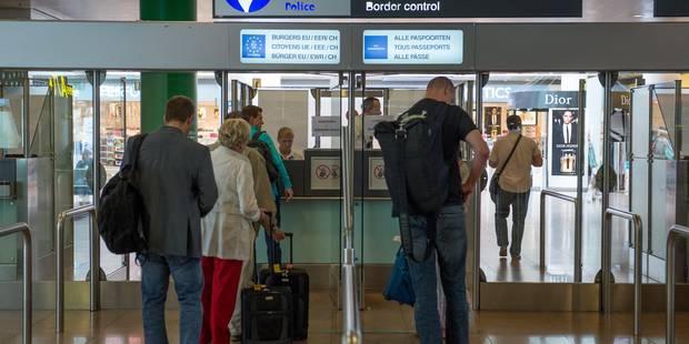 Les douaniers de Brussels Airport ont dû être désarmés - La Libre