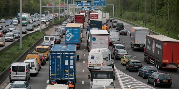 Trafic: la pluie a causé 420 km de files à l'heure de pointe - La Libre