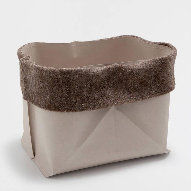 On mise sur les matières chaudes comme le cachemire, la laine ou la flanelle.  Grand panier bord laine Zara, 35,99euros.