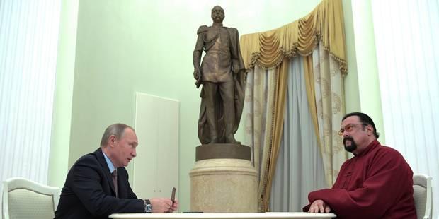 Poutine remet un passeport russe à l'acteur américain Steven Seagal - La Libre