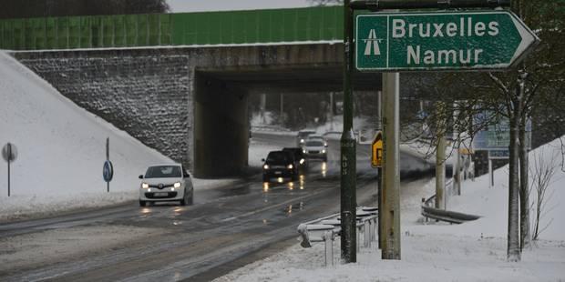 La neige tombe sur Bruxelles, des difficultés pour rejoindre la capitale - La Libre