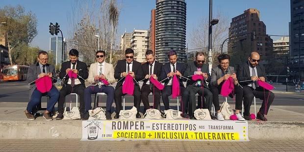 Au Chili, les hommes tricotent dans la rue pour en découdre avec le sexisme - La Libre