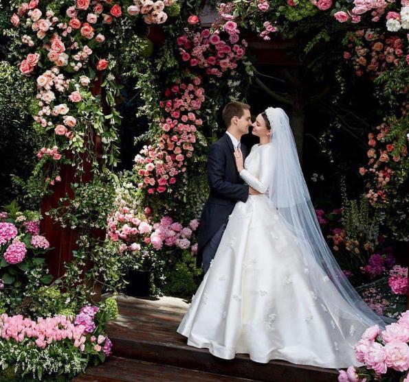 Miranda Kerr partage des photos de sa sublime robe de mariée