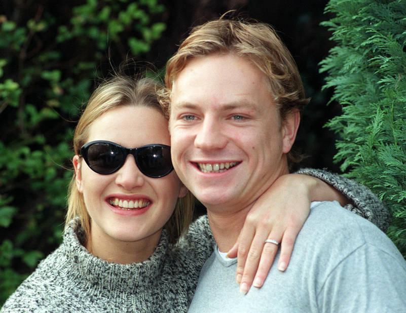 Lors de ses fiançailles avec le réalisateur Jim Threapleton en 1998. Ils divorcent quelques années plus tard. Côté vie privée, Kate Winslet a notamment partagé sa vie avec Sam Mendes. Elle file aujourd'hui le parfait amour avec Ned Rocknroll depuis 2012.