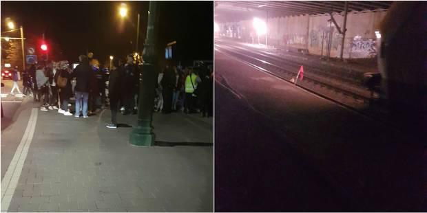 """Une centaine de jeunes crée une émeute dans un train: """"Ils tapaient dans les vitres, hurlaient, bloquaient les gens, che..."""