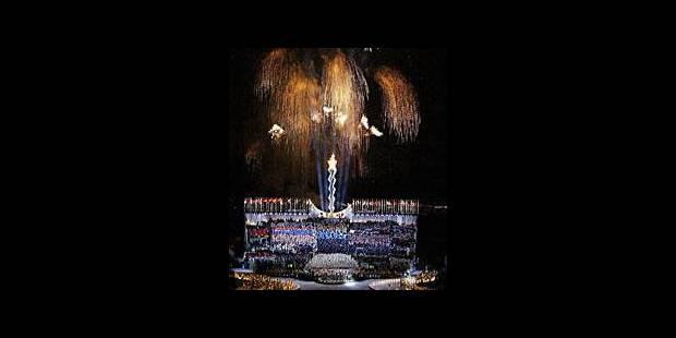 La flamme olympique brille sur Salt Lake City
