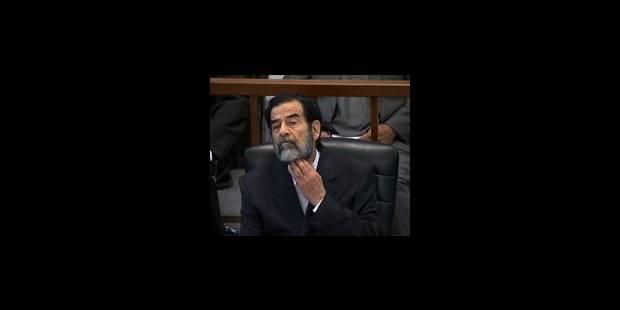 Saddam Hussein écoute, impassible, un témoin - La Libre