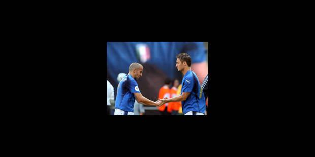 Un penalty généreux qualifie l'Italie