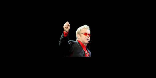 Elton John apporte 2,5 millions de dollars à Hillary Clinton - La Libre
