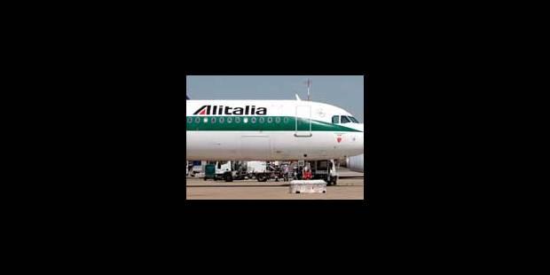 Alitalia: les deux derniers syndicats disent oui à la reprise - La Libre