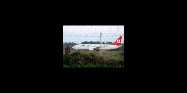 Un avion turc brièvement détourné par un pirate - La Libre