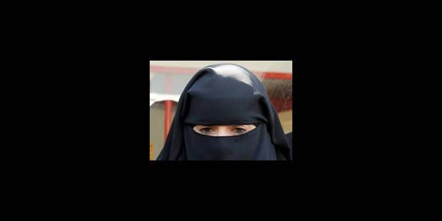 France: une amende routière vire en polémique sur le niqab et la polygamie