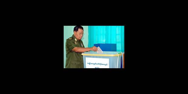 La Birmanie vote au bon souhait de Than Shwe