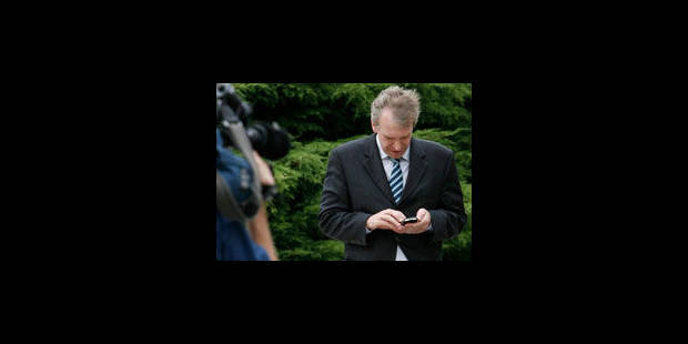 Fallait-il parler des SMS d'Yves Leterme ? - La Libre