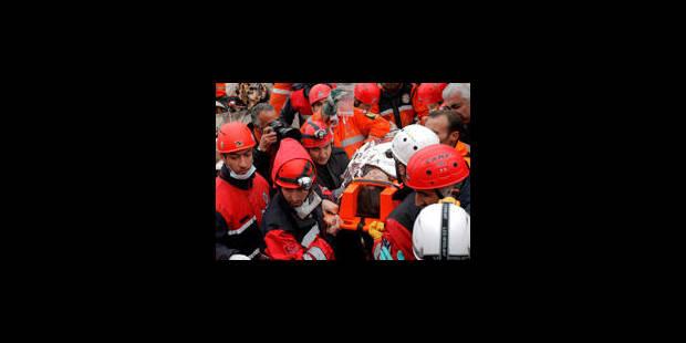 Séisme en Turquie: 432 morts et plus de 1.350 blessés
