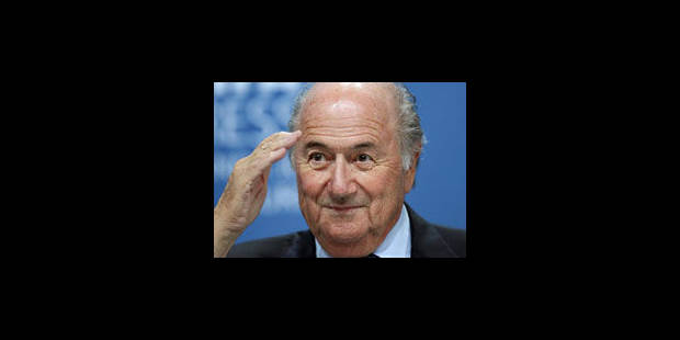 """Blatter se dit """"désolé"""" de ses propos sur le racisme mais exclut une démission"""