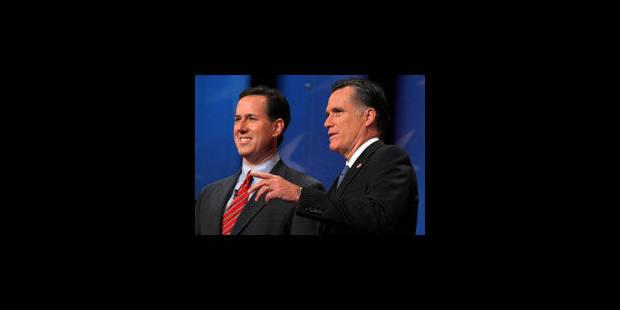 Santorum soutenu par les Eglises, Romney par la presse
