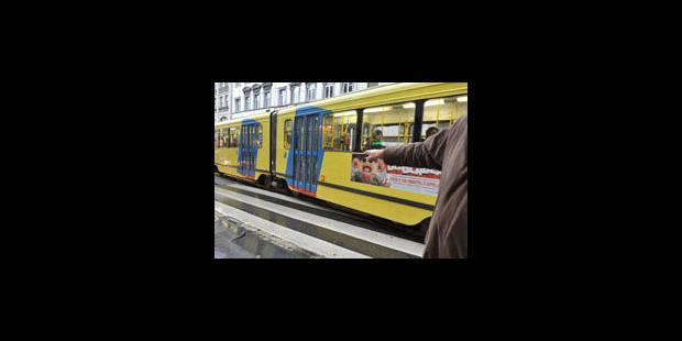 Les portes du tram 81 étaient complètement fermées - La Libre