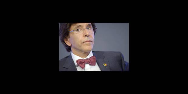 """Di Rupo: """"Le gouvernement travaille, dirige le pays. La N-VA parle, parle"""""""