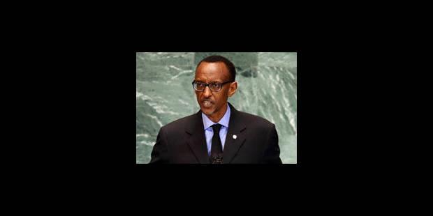 Kagame s'en va pendant l'intervention de Didier Reynders