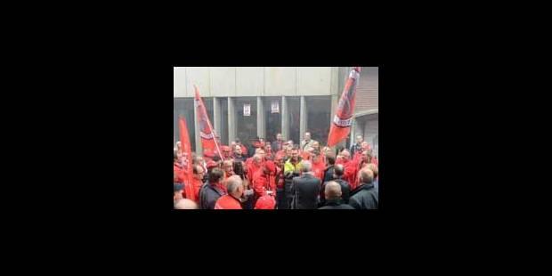 Restructuration SNCB : une centaine de cheminots protestent à Charleroi - La Libre