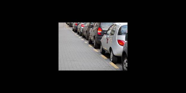 """Supprimer 25.000 places de parking, """"économiquement catastrophique"""" - La Libre"""