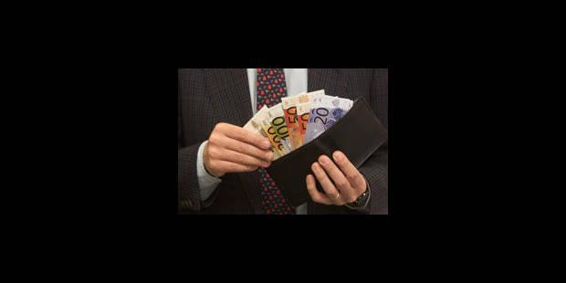 Plus de 11.600 Belges ont été saisis sur salaire en 2012 - La Libre