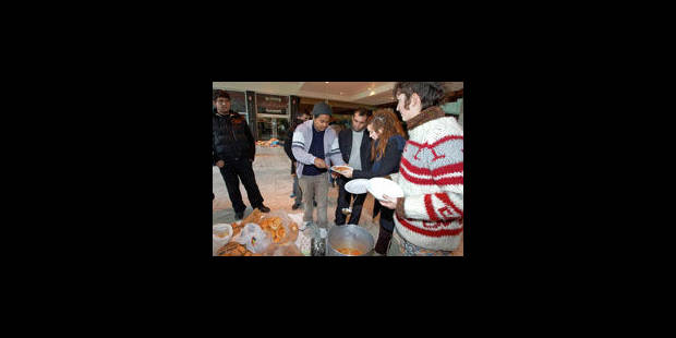 Gare du Nord : fallait-il interdire la distribution de repas aux SDF ? - La Libre