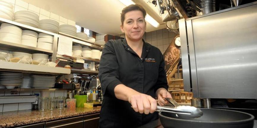 Arabelle Meirlaen, la chef du Cwerneu, restaurant étoilé installé sur la Grand- Place à Huy.