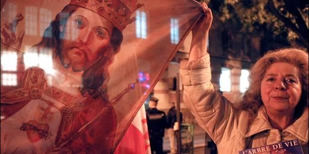 MANIFESTATION CATHOLIQUE TRADITIONALISTE CONTRE LA PIECE DE THEA