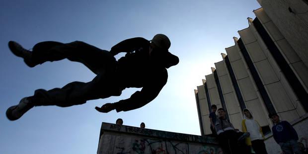 Le balconing, la pratique dangereuse des ados qui inquiète Londres - La Libre