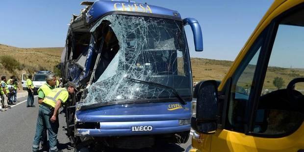 Neuf morts dans un grave accident de car en Espagne - La Libre