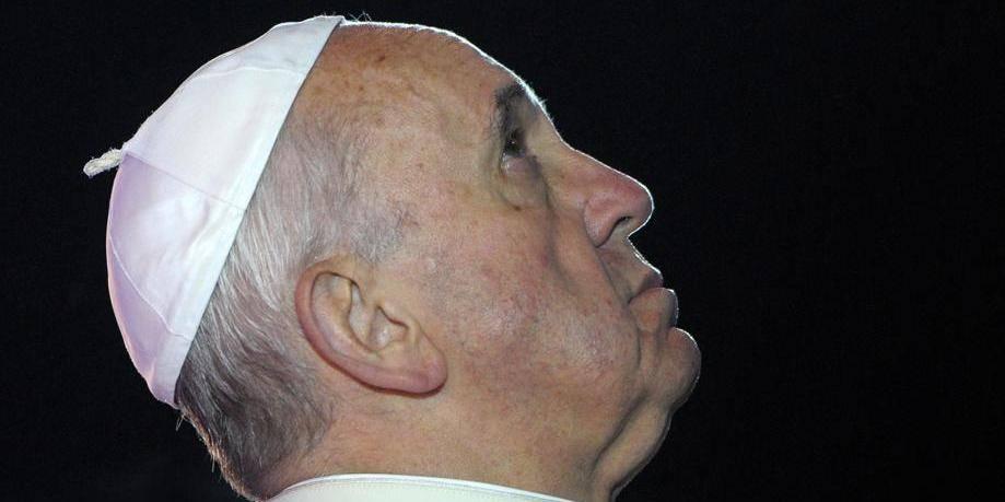 """Le pape ne """"juge"""" pas les homosexuels mais condamne le lobby gay"""