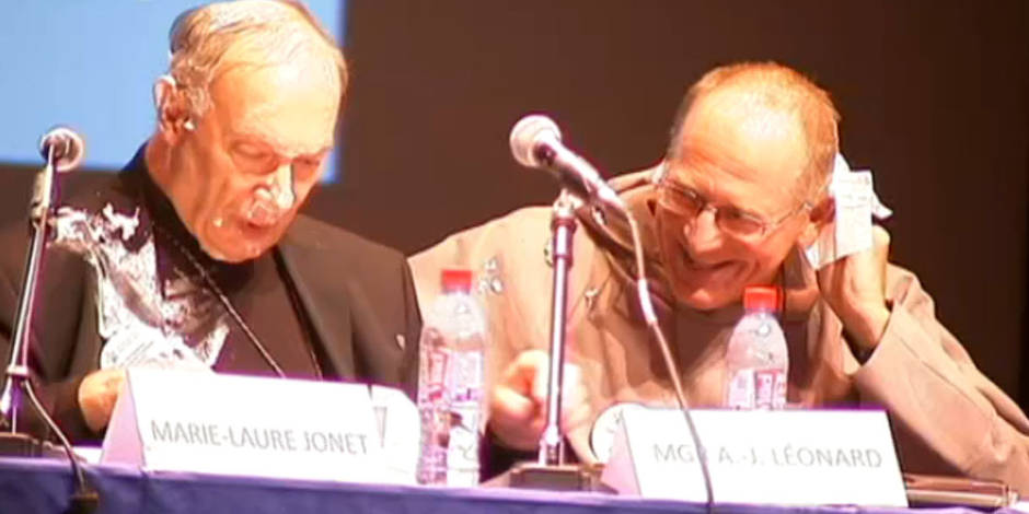 Mgr Léonard entarté lors d'un colloque à Bruxelles
