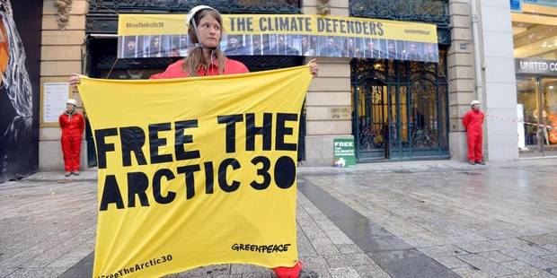 """GB : une militante de Greenpeace arrêtée en Russie est """"terrifiée"""" selon son père - La Libre"""