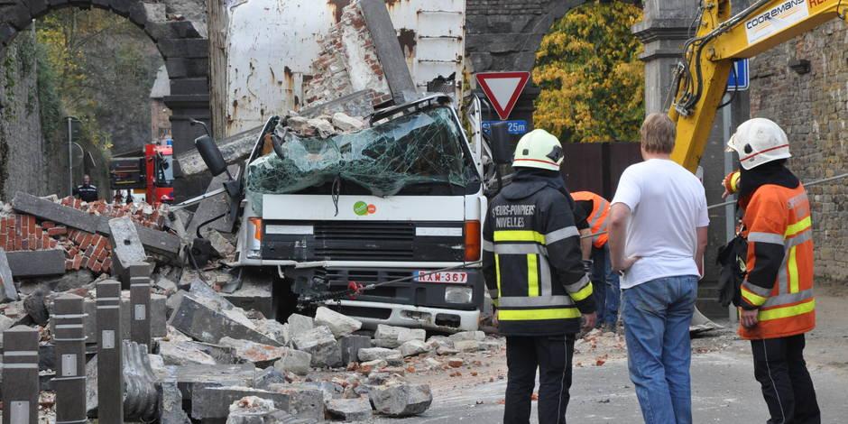 Un camion détruit une arche de l'abbaye de Villers-la-Ville