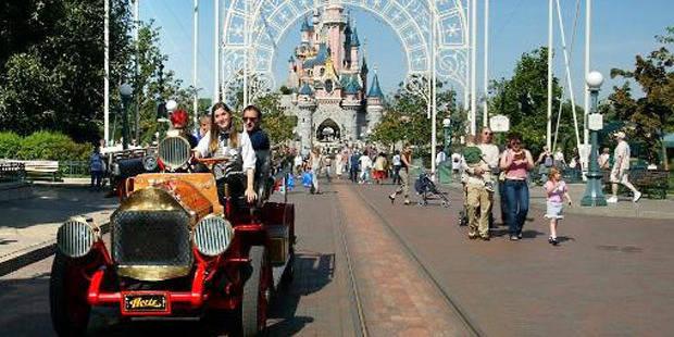 """Accident à Disneyland Paris: l'enfant se serait """"levé trop tôt"""""""
