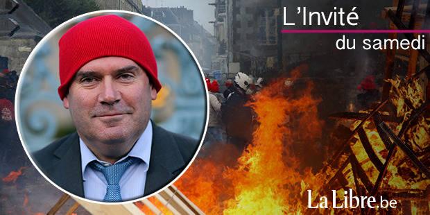 François Hollande a-t-il tort de minimiser les 'bonnets rouges' ?